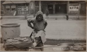 1903 – Selling bread – China