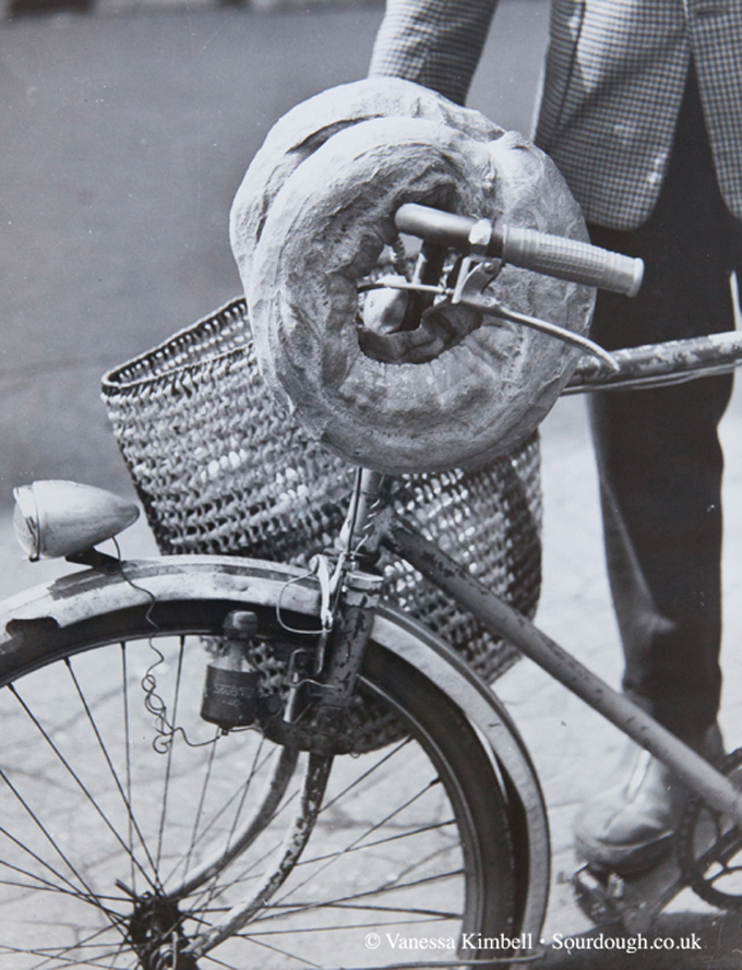 1958 – Bread on a bicycle – France